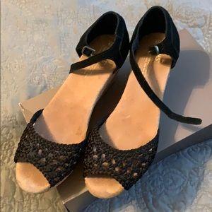 Toms low heeled black sandals